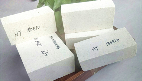 High temperature lightweight silica insulation brick